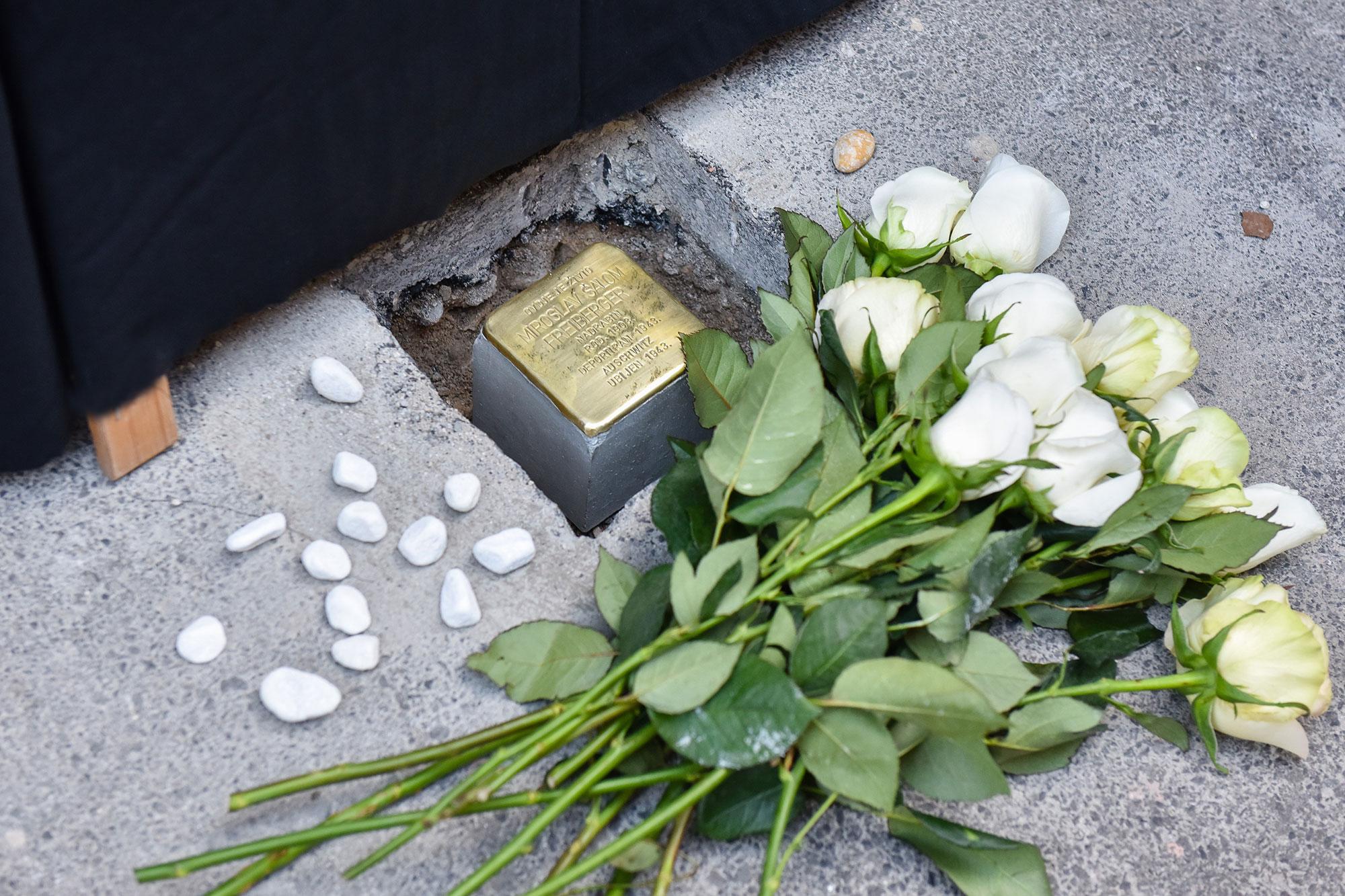 Ponovno postavljen kamen spoticanja za nadrabina Miroslava Šaloma Freibergera
